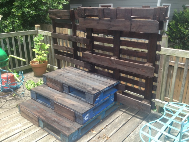 "Side view: You can see that the ""steps"" are stacked pallets."