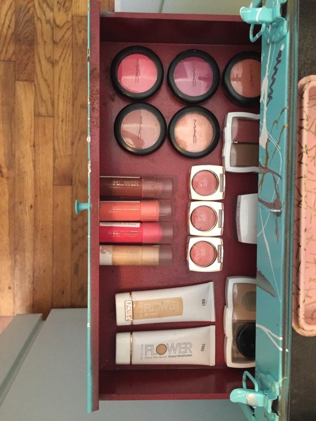 Dreamy Compartmental Makeup Storage